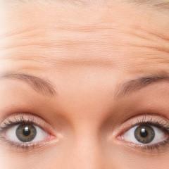 Horizontale Stirnfalten